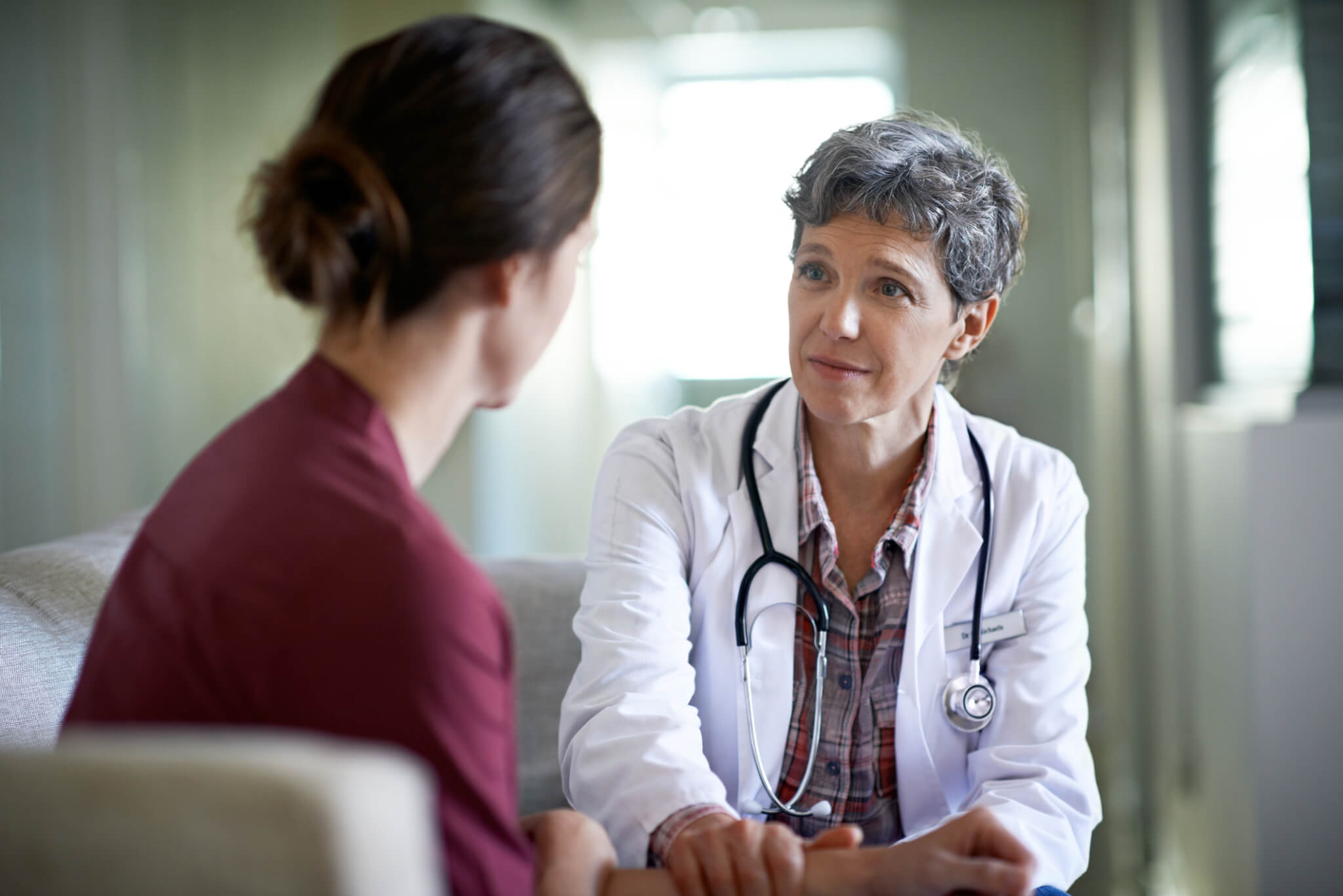 female-doctor-listening-to-female-patient-during-medical-appointment-for-yeast-infections